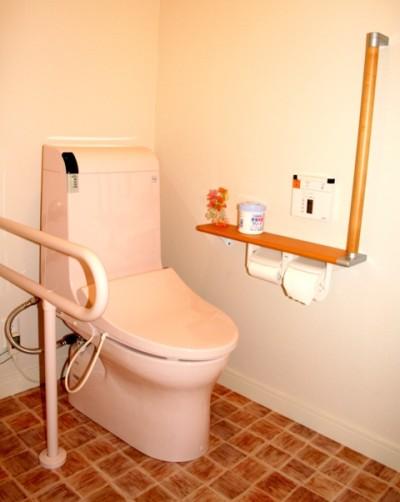 明るいバリアフリーなトイレです